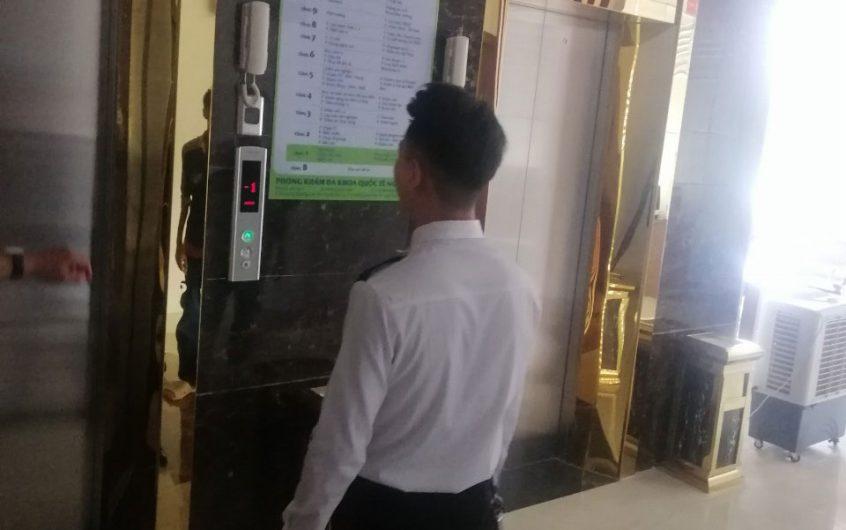 Thi công ốp inox cửa thang máy khách sạn